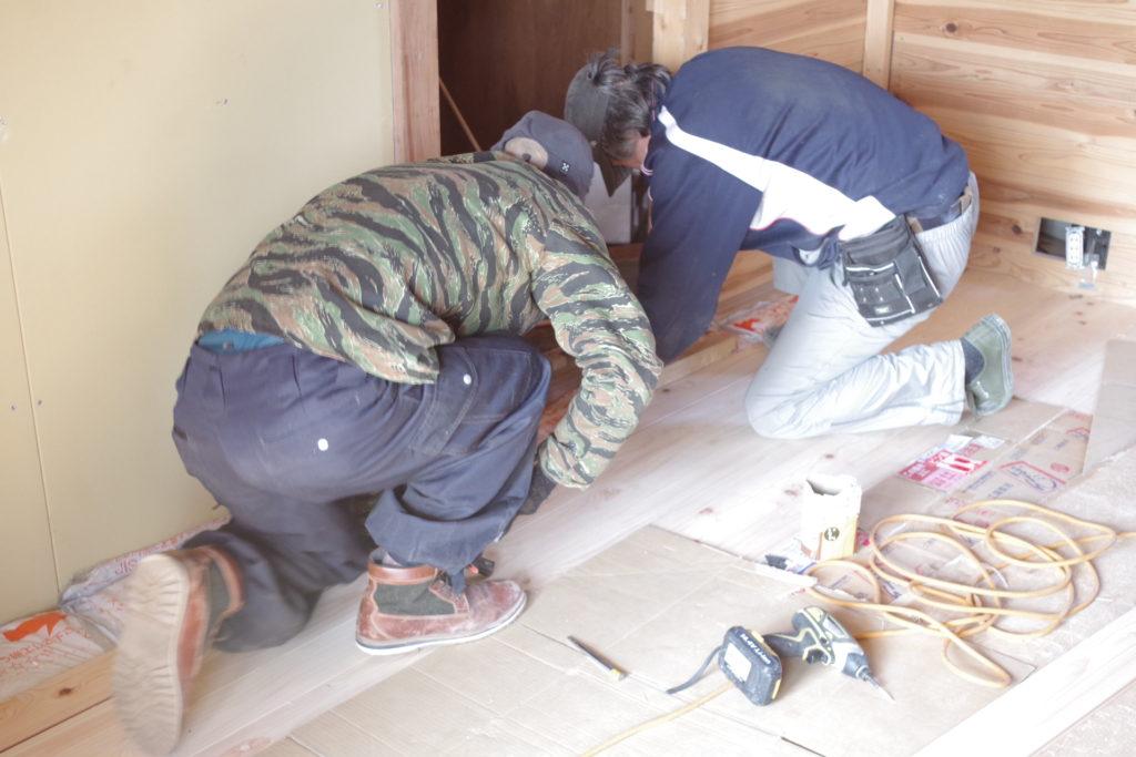 DIYで床を張る