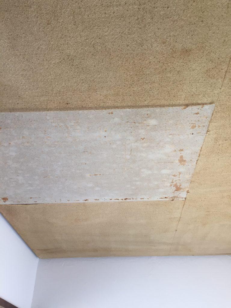 天井に壁紙を貼るやり方
